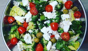 zdrowa sałatka z brokułem
